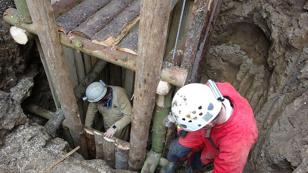 Jeskyňáři objevili u Vilémovic propast. Na poli legendárního hokejisty.