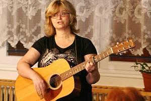 V Adamově zazpívala známá zpěvačka Pavlína Jíšová. Společně s dcerou Adélou.