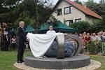 Kardinál Tomáš Špidlík má památník. Boskovičtí ho v sobotu odhalili nedaleko jeho rodného domku v Bělské ulici.