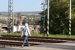 Zatímco sokolovnu v Rájci už opravili, na náměstí i na železničním přejezdu je však práce ještě čeká.