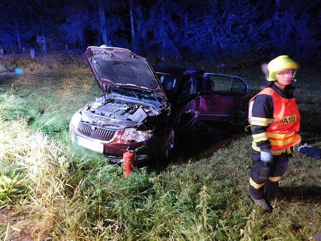 U Holštejna bouralo auto. Při nehodě se zranily tři ženy.