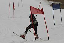 Závod v obřím slalomu i pro příchozí se jel v  Hodoníně u Kunštátu po roční pauze. Na start se v něm postavilo přes sedmdesát lyžařů.