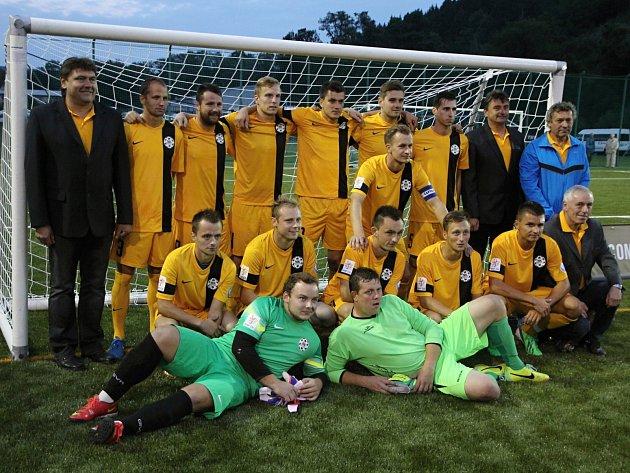 Předseda Svazu malého fotbalu Blanensko Zdeněk Dolníček (vlevo) s týmem Blanenska.
