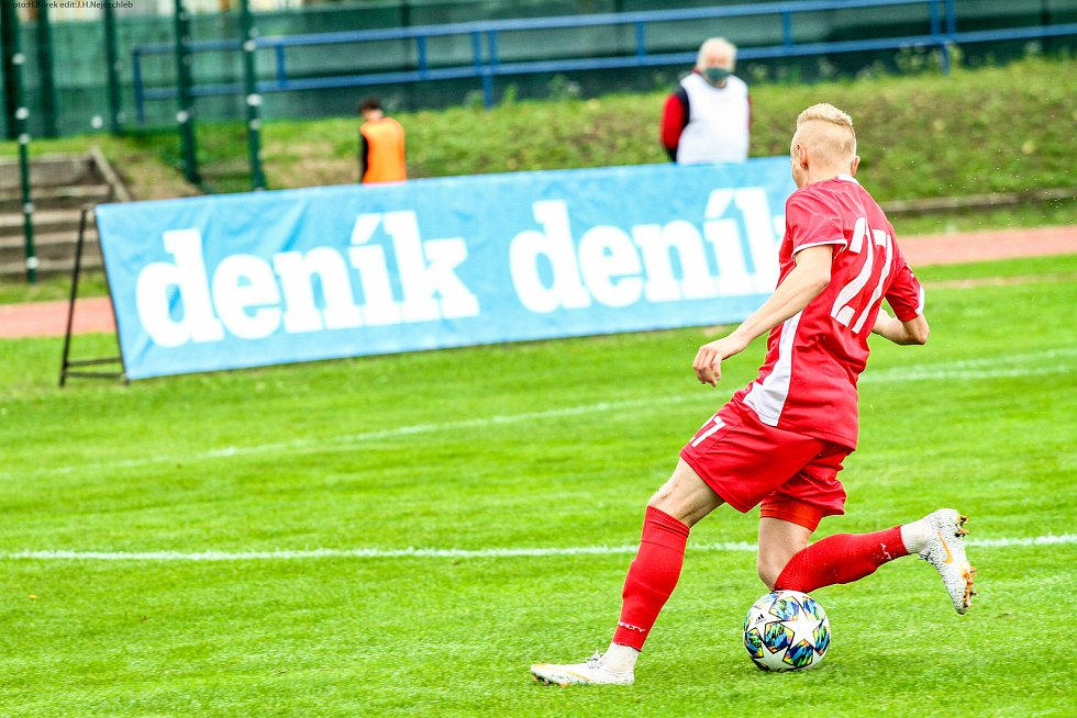 Blanenští fotbalisté (v červeném) v neděli podlehli Viktorii Žižkov 1:2. Foto: FK Blansko