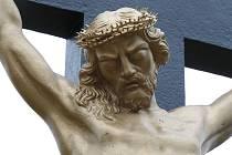 Z kříže na okraji Jedovnic zmizela socha Krista. Odhad škody je sto tisíc korun.