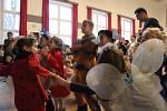 Sál Sokolovny v Boskovicích zapůnily děti v maskách. Karneval pořádalo Mateřské centrum Paleček