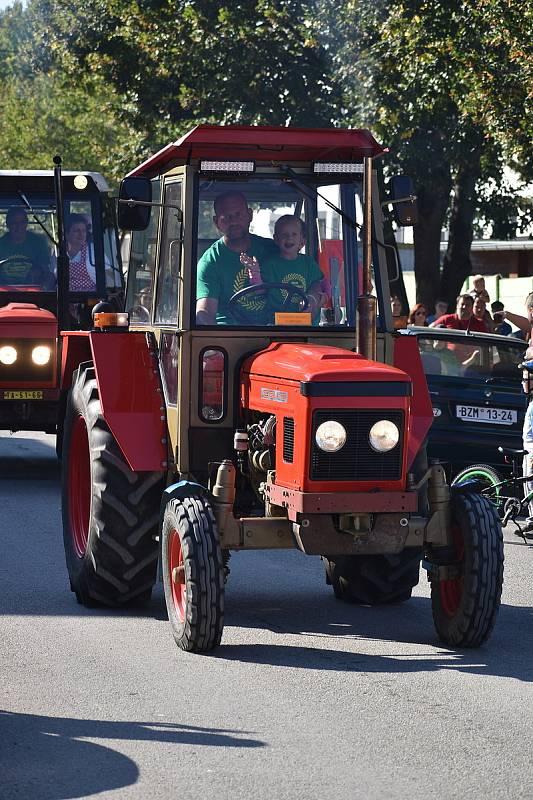 Rajhradičtí pořádali v sobotu tradiční traktoriádu. Se spanilou jízdou obcí.