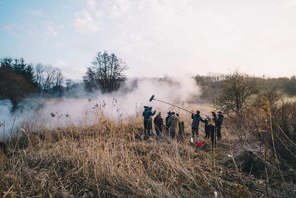Filmový štáb studentů z FAMU a dalších uměleckých škol začal natáčet krátkometrážní snímek v obci Rozhraní na pomezí Svitavska a Blanenska. Natáčení přerušil kovid jednoho ze členů štábu. Do lokality se vrátí opět v červnu.