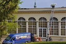 Oprava střechy zámeckého skleníku v Boskovicích. Ilustrační foto.