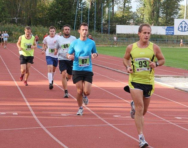 Podzimní desítku na dráze vyhrál blanenský běžec Jan Kohut.