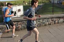 Zdeňka Komárková z Blanenska vede po třech etapách Moravský ultramaraton, který se běží na Boskovicku a Tišnovsku celý týden.