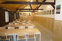 Nová klubovna v Olešnici má kapacitu padesát míst k sezení.