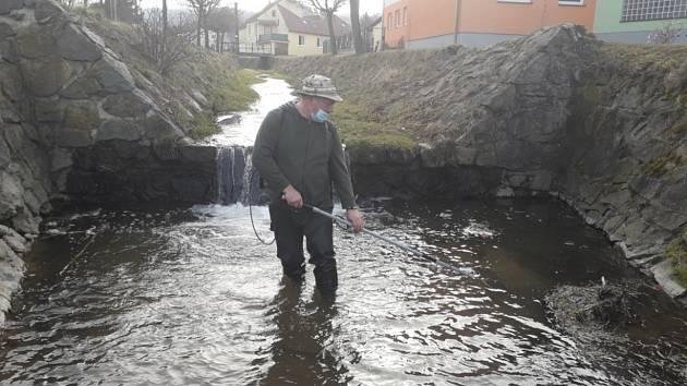 Koncem března začali blanenští rybáři s pravidelnými jarními slovy potoků, kde chovají násadu pstruhů potočních. Lovili na chovných tocích Ráječkovský potok, Holešínka, Bílá Voda a Býkovka.