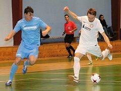 V divizním utkání futsalistů porazil domácí PRO-STATIC Blansko (v bílých dresech) Toku Brno vysoko 13:4.
