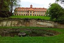 Procházka zámeckým parkem v Rájci.