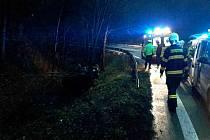 Mezi Svatou Kateřinou a Blanskem skončilo po nehodě auto v příkopu.
