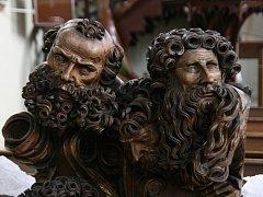 Unikátní dřevořezby apoštolů ze světelského oltáře v Adamově jsou zpět.