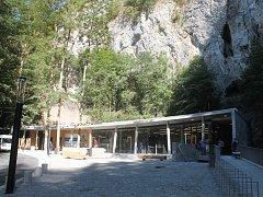 Provozní budova při vstupu do Punkevních jeskyní v Moravském krasu.