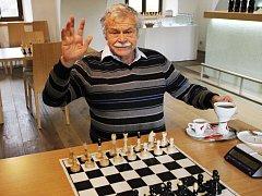 Velmistr Vlastimil Hort při oslavě svých sedmdesátých narozenin v Blansku.