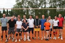 Volejbalový turnaj O pohár předsedy ASK Blansko vyhrál brněnský tým Dítě v autě.