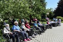Pružiny zahrály obyvatelům blanenského Domova pro seniory.