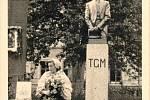 Ze sochy prvního československého prezidenta zbyl v Rudici pouze podstavec. Rudičtí objevili původní sádrový model, podle kterého nechají zhotovit sochu novou.
