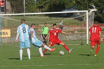 V posledních šesti kolech vyhráli fotbalisté Boskovic (v červeném) v I. A třídě jenom jednou. Doma proti poslednímu Rajhradu.
