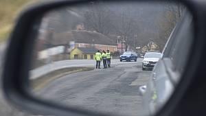 Policisté na Blanensku od pondělí kontrolují dodržování vládního nařízení ohledně omezení pohybu spojené s epidemií koronaviru.