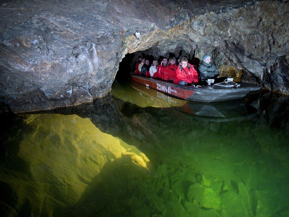Jízda v lodičce po řece Punkvě patří k velkým zážitkům, který nemá v České republice a skoro nikde na světě obdoby.