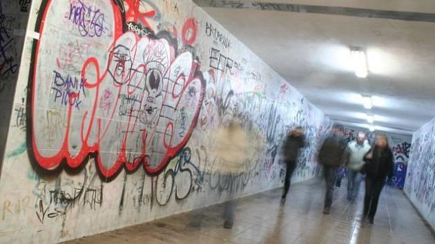 Podchod na blanenské vlakové nádraží. Ilustrační foto.