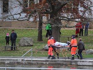 Záchranáři vytáhli z přehrady plavkyni v bezvědomí. Pomáhali jim i otužilci