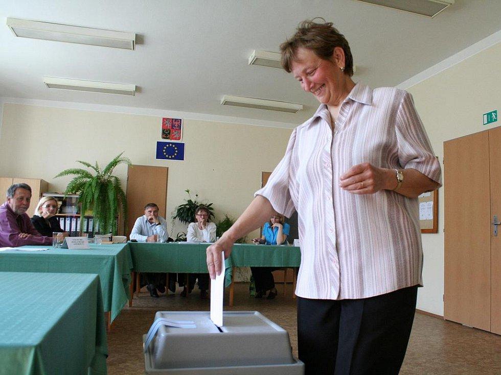 V Sudicích volby do poslanecké sněmovny spojili s hlasováním v místním referendu.