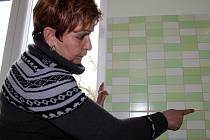 Alena Ševčíková není spokojená s odvedenou prací řemeslníků klepačovské firmy. Ta ji rekonstruovala část bytu.