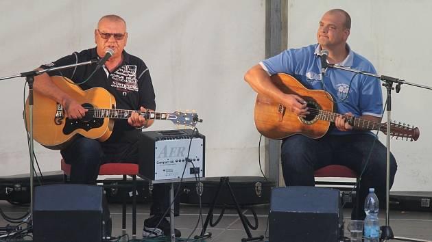 Vystoupení písničkáře Františka Nedvěda.
