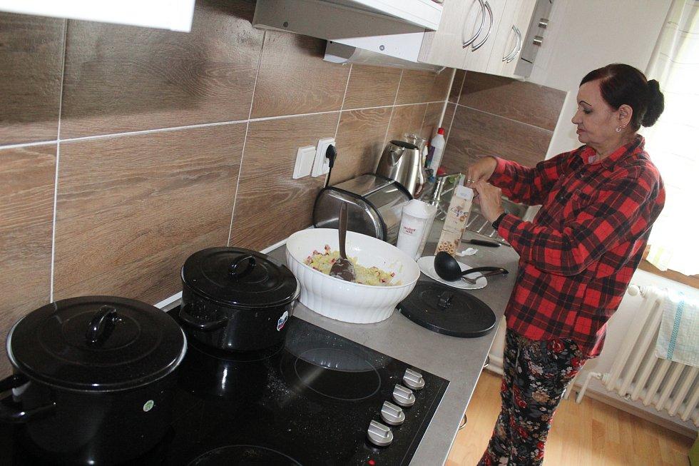 Boskovice a Benešov na Blanensku. Tam začátkem ledna našlo nový domov dvanáct postižených ze zařízení Paprsek z Velkých Opatovic. Kraj pro ně chtěl původně postavit dva domy ve Svitávce a mentálně postiženým lidem pomoci začlenit se do běžného života. Zám