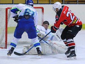 První hokejové body putovaly do Boskovic. Z okresního derby