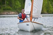 Letovický oddíl jachtařů pořádal v sobotu na přehradě Křetínka tradiční závody Finn cup. Už po páté. Závodníci sice nasedali do lodí za slunečného počasí, ale zradil je vítr. Na vodě totiž téměř nefoukalo. Finn cup nakonec vyhrál Michal Kubík z Blanska.