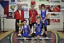 Boskovičtí vzpěrači vyhráli v domácí vzpírárně titul mistrů republiky starších žáků. Petr Mareček navíc získal prvenství i v jednotlivcích.