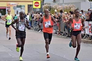 Ve 24. ročníku Půlmaratonu Moravským krasem v Blansku dominovali běžci a běžkyně z Keni.
