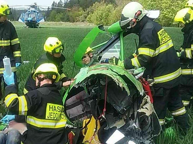 Dvě zraněné osoby si vyžádal pád vírníku krátce po poledni u obce Kotvrdovice na Blanensku.