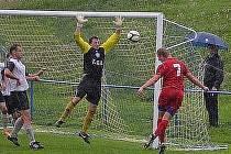 Fotbalisté Boskovic (v červeném) vyhráli v I. A třídě derby s Kunštátem 4:0.