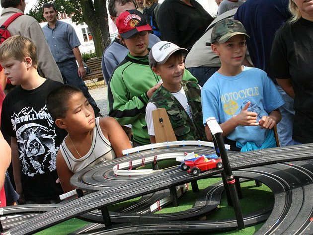 Skauti postavili pro děti v Blansku tři autodráhy.