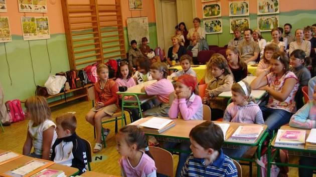První školní den v základní škole v Jabloňanech.