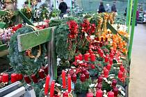 Návštěvníci zahradnictví v Šebrově se mohli inspirovat ukázkou aranžování vánočních vazeb z květin či proutí.