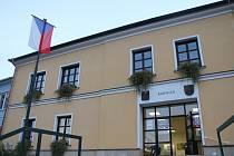 Radnice v Černé Hoře.