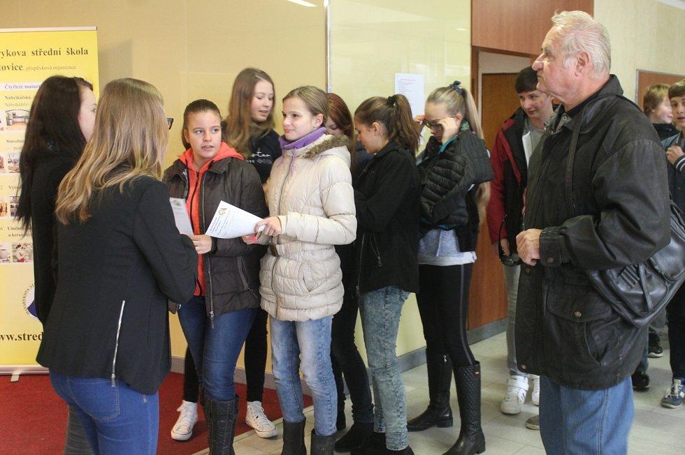 Burza škol se konala v Blansku.