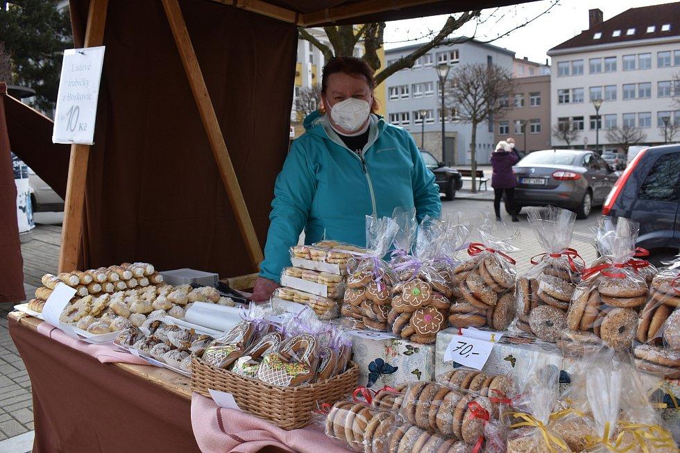 V Blansku se na náměstí Republiky konaly ve čtvrtek první farmářské trhy.