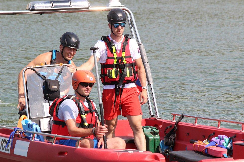 Na přehradě Křetínka u Letovic se konaly závody dračích lodí.