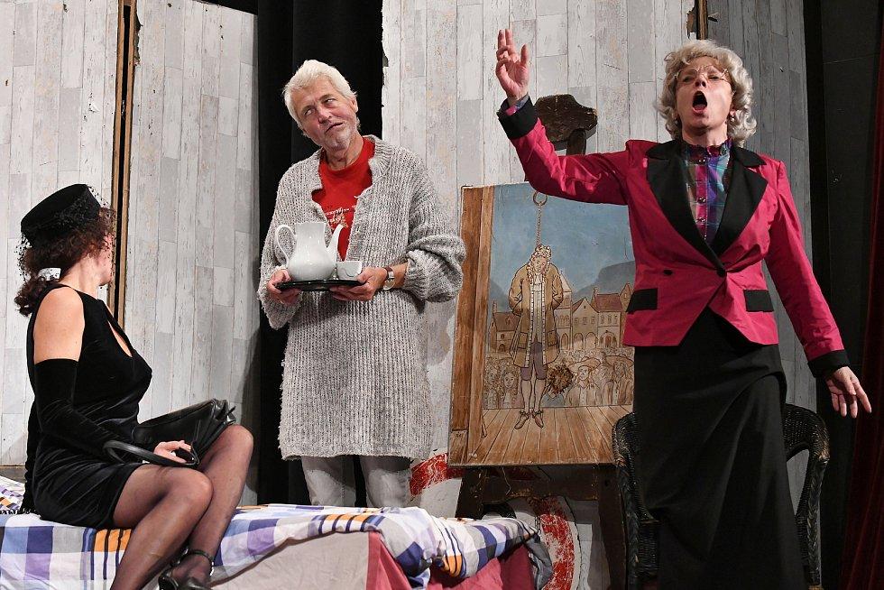 Divadelní představení Klíče na neděli divadelní společnosti Háta Foto: Petr Švancara