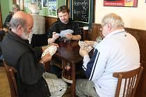 Do Okrouhlé se v sobotu na turnaj v mariáši sjelo čtyřiapadesát karetních hráčů.